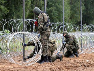 Stan wyjątkowy na granicy z Białorusią. Mieszkańcy wystawiają rachunek za wjazd wojska