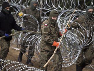 Przez stan wyjątkowy wojsko rozjeżdza rolnikom pola i łąki. Kto za to zapłaci?
