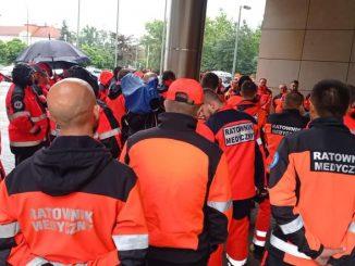 Część ratowników podpisała porozumienie z rządem. W Białym Miasteczku złość