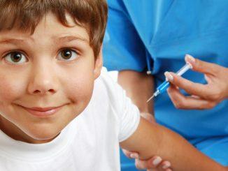 Niedzielski zapowiada szczepienia uczniów. Kiedy ruszą