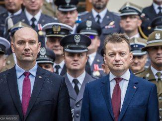 """""""Na otarcie łez"""". Jak ludzie Mariusza Błaszczaka przejęli Pocztę Polską"""
